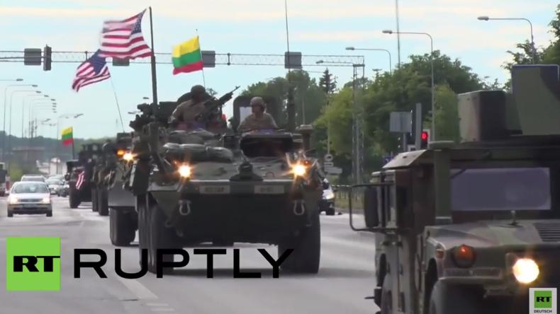 """""""NATO-Dragoon Ride II"""" – Kolonne von US-Militärfahrzeugen erreicht Litauen"""