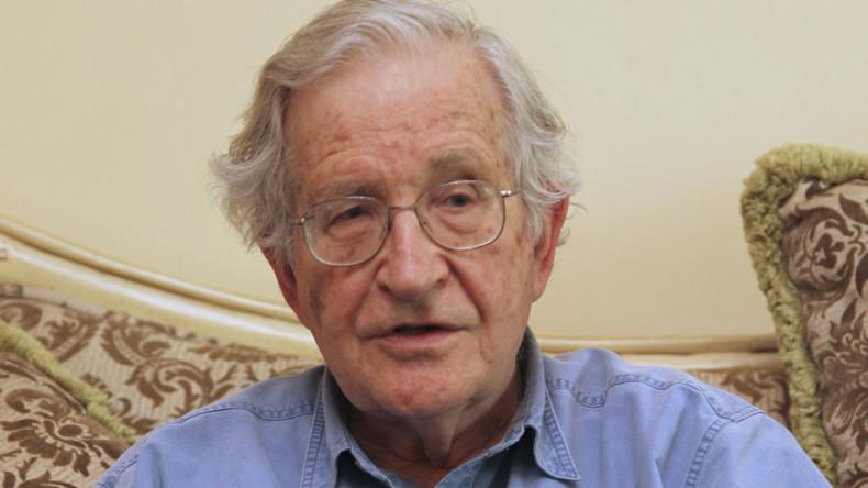 """""""Ambivalent"""" - Yanis Varoufakis & Noam Chomsky über das bedingungslose Grundeinkommen"""