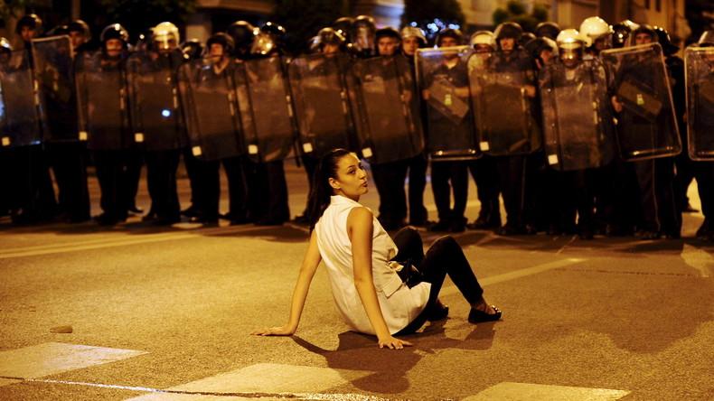 Proteste gegen Korruption in Mazedonien: Farbbeutelattacken und Rücktrittsforderung an Präsidenten