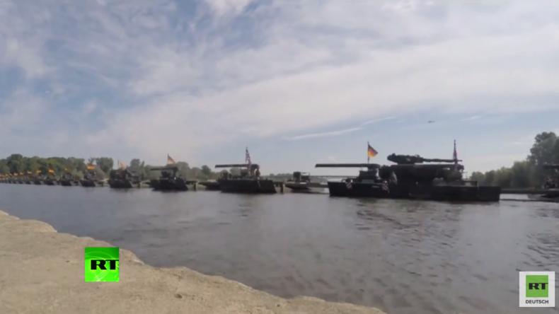"""""""Anakonda 2016"""": Deutsche und britische Truppen errichten für NATO-Übung Brücke über Polens Weichsel"""