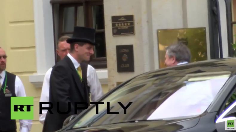 Bilderberg-Teilnehmer kommen für geheimes Treffen in Dresden zusammen