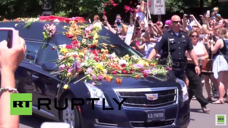 """USA: 15.000 Menschen sagen Boxlegende Muhammad Ali bei seiner Beerdigung ein letztes """"Goodbye"""""""