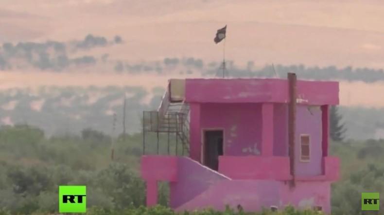 RT-Exklusiv: IS hebt Gräben aus und vermint Grenze zur Türkei - Türkisches Militär schaut weg
