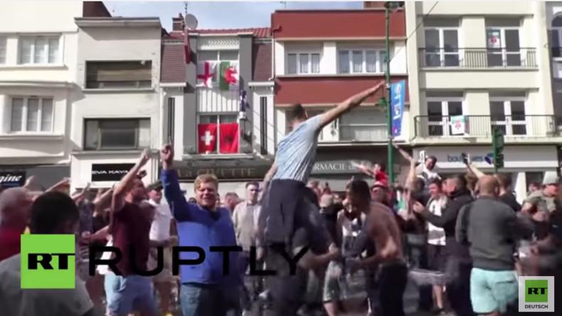 """Frankreich: England-Fans singen im Chor """"Zehn deutsche Bomber"""" vor EM-Spiel in Lens"""