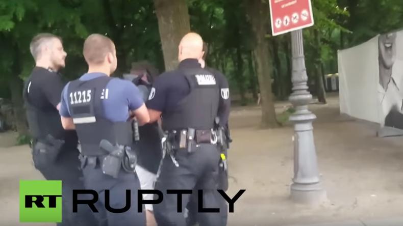Berlin: RT Ruptly-Kameramann wird auf EM-Open-Air-Veranstaltung von privatem Wachdienst attackiert