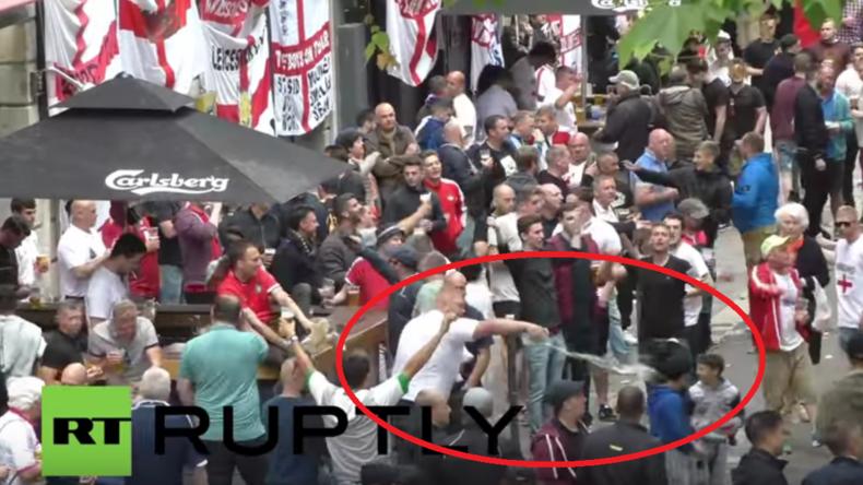 Frankreich: England-Fan überschüttet Bettel-Kind mit Bier