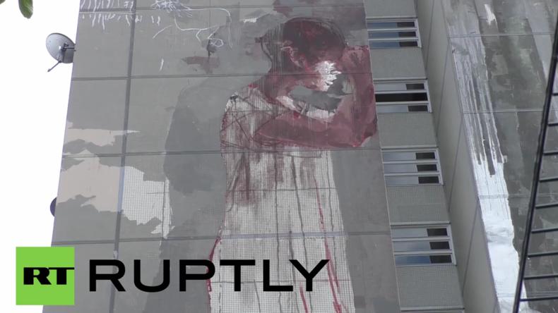"""Berliner schockiert über """"blutiges Flüchtlings-Graffiti"""" - Petition zur Entfernung gestartet"""