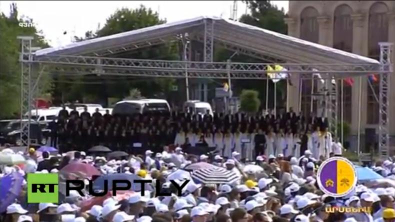 Armenien: Papst Franziskus besucht Völkermord-Denkmal in Jerewan