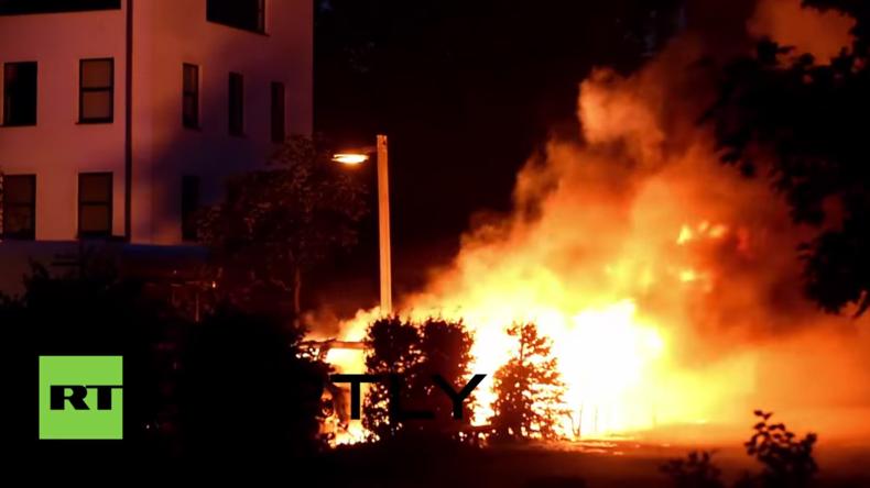Rache für Räumungsaktion in der Rigaer Straße? Vierte Nacht in Folge Brände in Berlin