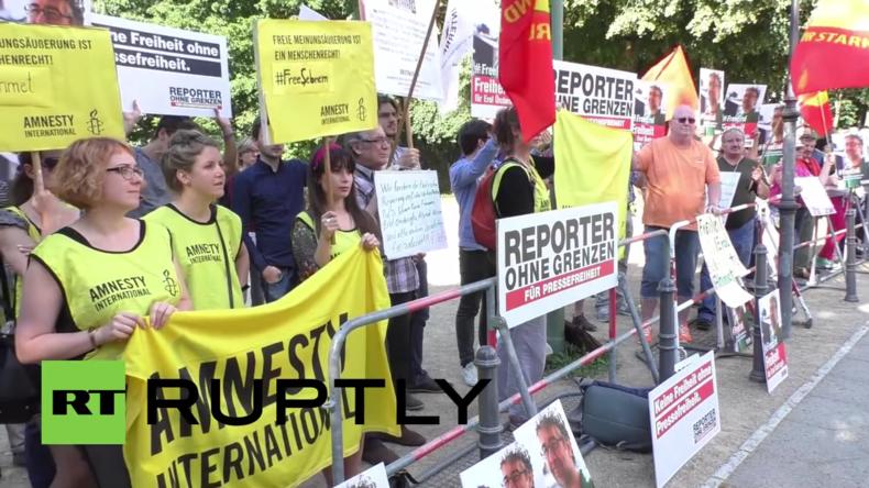 Berlin: Protest vor türkischer Botschaft für Pressefreiheit in der Türkei