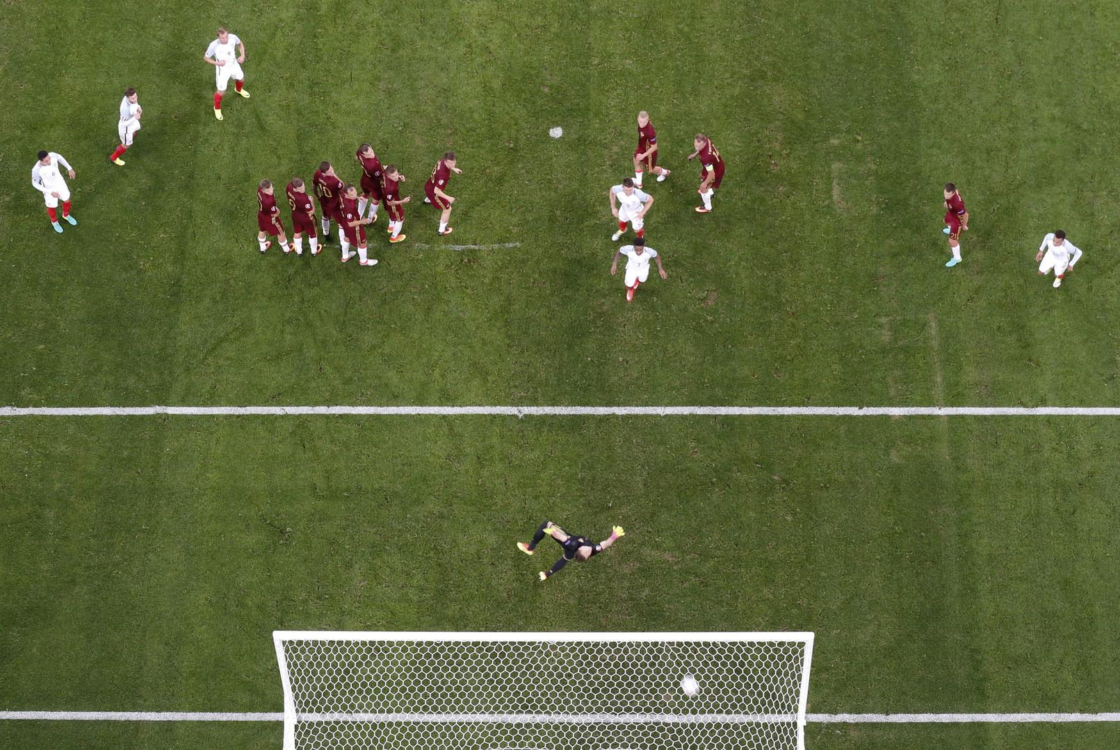 Der englische Torschuss zur 1:0-Führung.