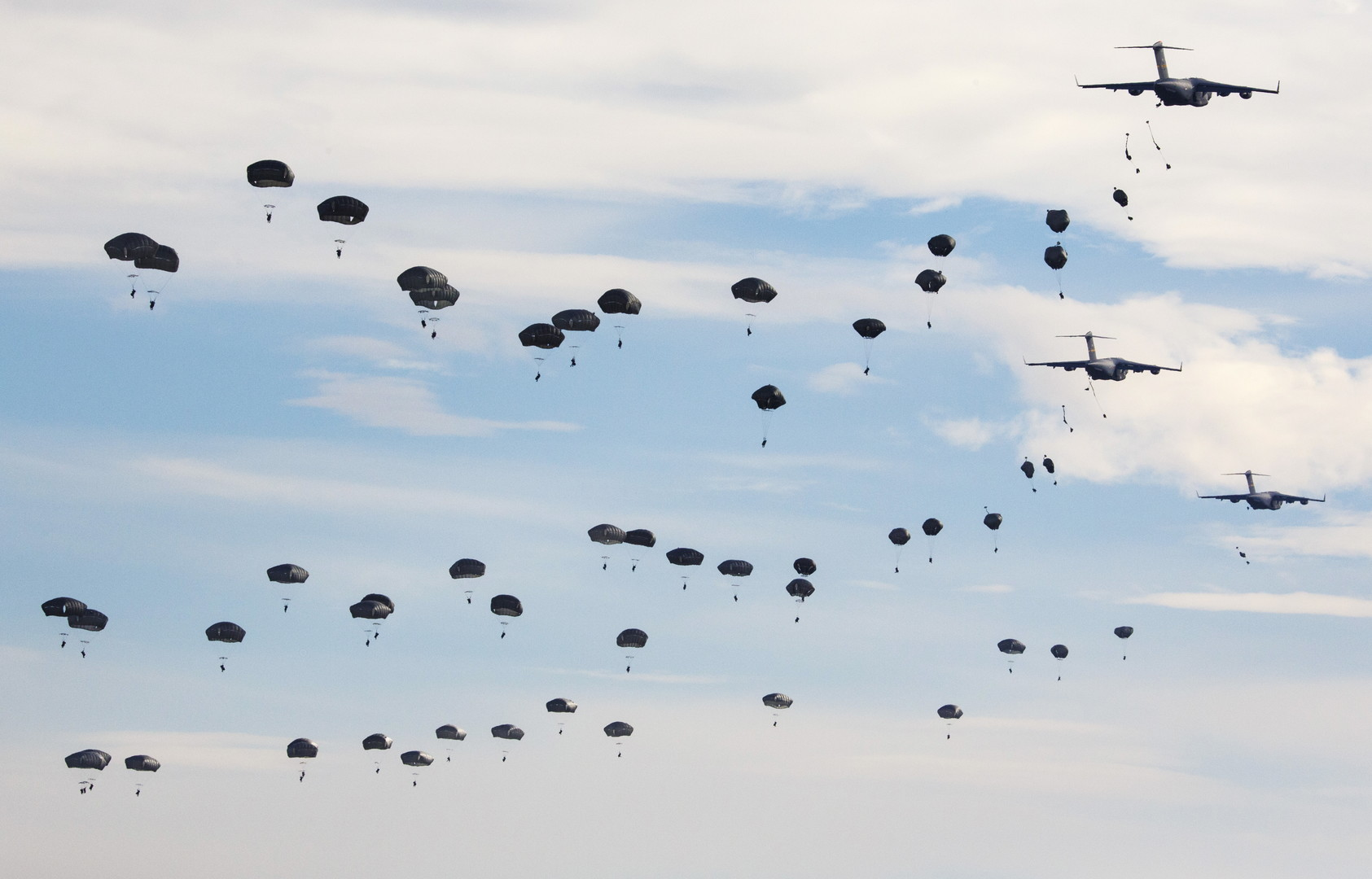 Springen bald NATO-Fallschirmspringer über einer Hackerbude in Smolensk ab?
