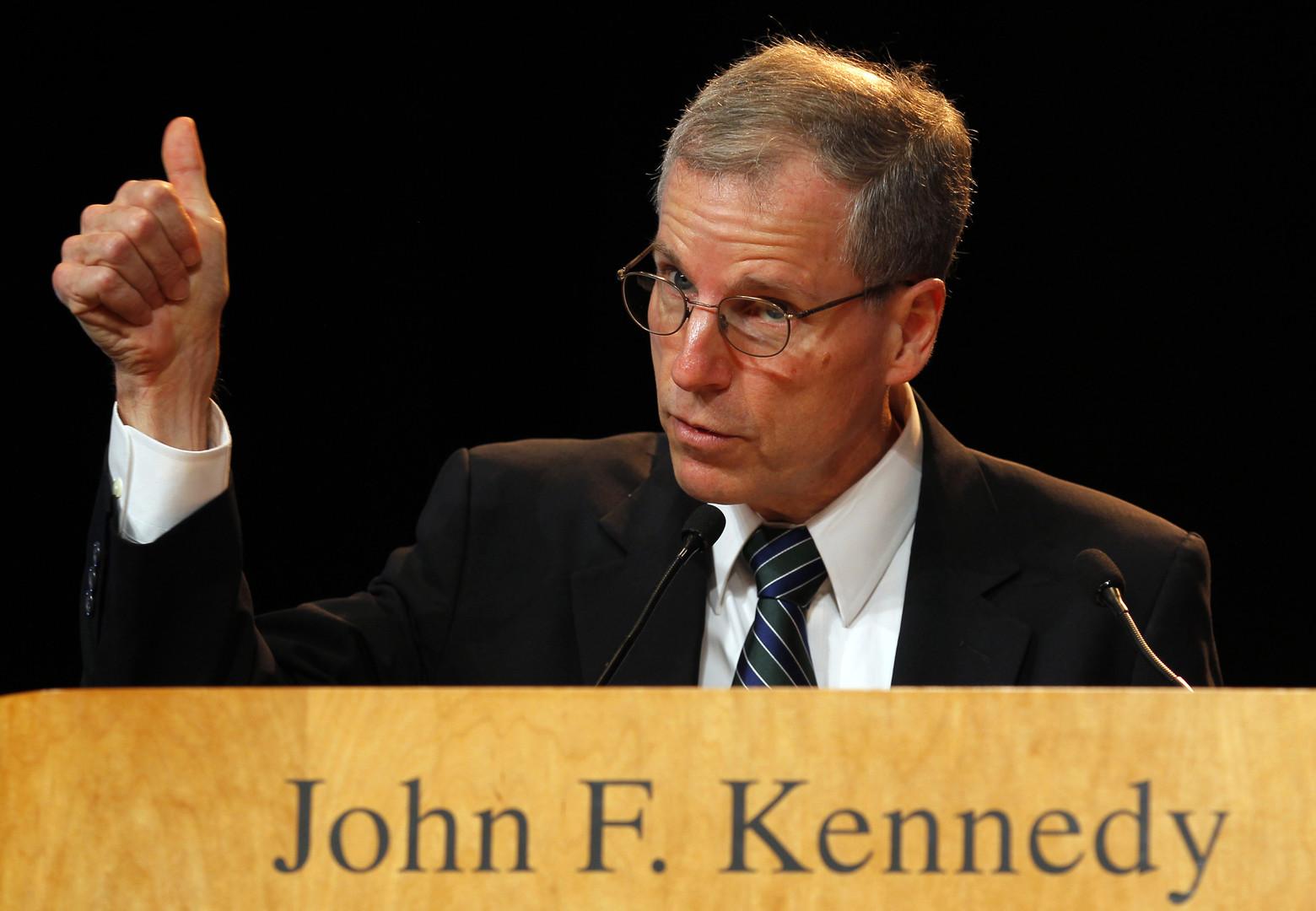 """Der amerikanische Botschafter in Syrien, Robert Ford, bei seiner Dankesrede für den """"John F. Kennedy Courage""""-Preis in Boston, Massachusetts am 7. Mai 2012."""