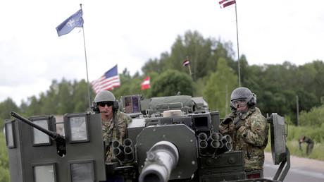 U.S. Panzertruppen in der Nähe der lettischen Stadt Subate im Rahmen des NATO-Manövers Dragoon Ride II, Lettland, 6. Juni 2016.