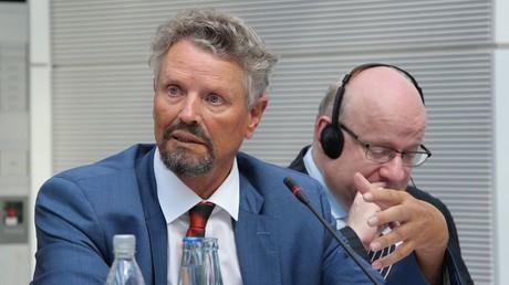 Der Russland-Beauftragte der Bundesregierung, Gernot Erler, und der ukrainische Politikwissenschaftler Dmitri Dzhangirov bei der Anhörung zu den Minsk II-Vereinbarungen.