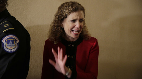 Debbie Wasserman Schultz, Chefin des DNC, hatte zunächst auf