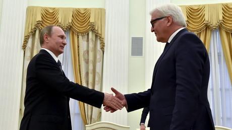 Der deutsche Außenminister Frank-Walter Steinmeier zu Gast bei Wladimir Putin
