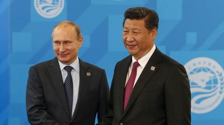 Wladimir Putin und Xi Jinping auf einem Treffen der Shanghai Cooperation Organization (SCO) in Ufa, Russland, am 10. Juli 2015.