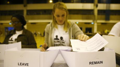 Die Stimmzettel des EU-Referendums werden ausgezählt