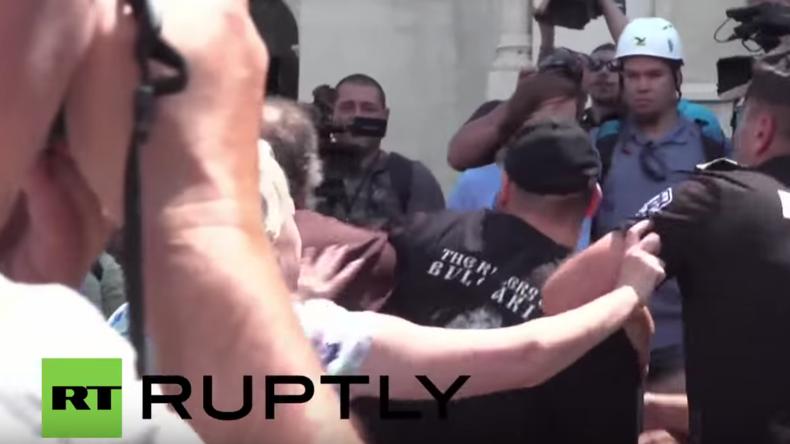 Bulgarien: Anti-russische Demonstranten stoßen mit Nachtwölfen in Sofia zusammen