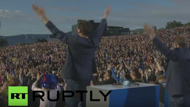 Island: Huh! Zehntausende empfangen isländisches Nationalteam nach Rückkehr aus Frankreich