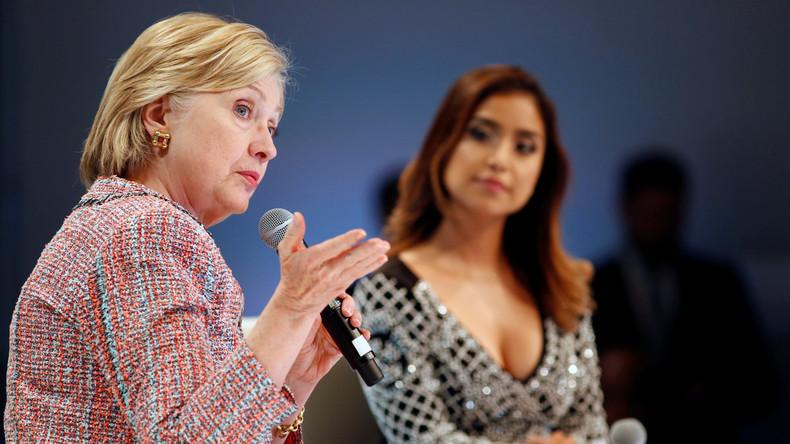 Hillary Clinton in einer Diskussion mit Moderatorin Dulce Candy zum Thema digitale Inhalte, 28. Juni 2016.