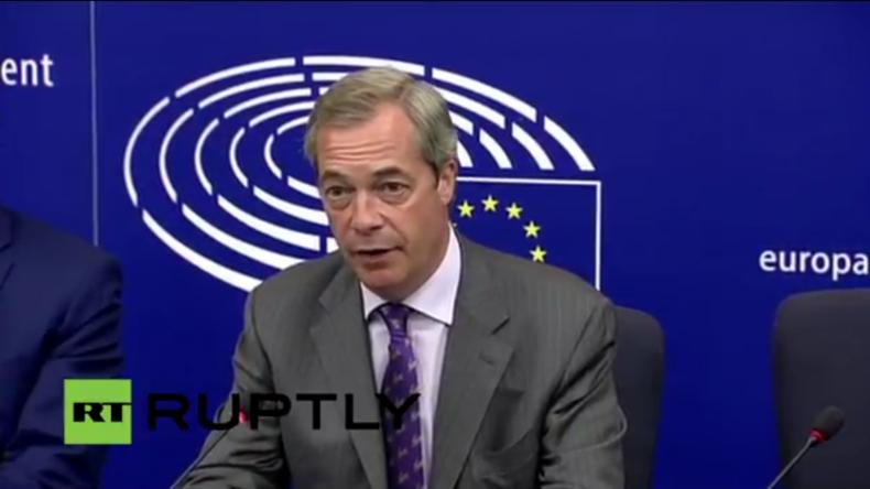 Live: Nigel Farage gibt Pressekonferenz zum Brexit [mit deutscher Simultan-Übersetzung]