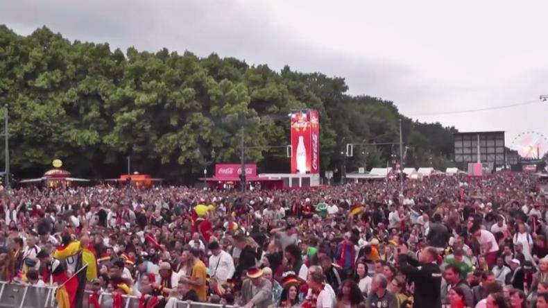 Live von der Fanmeile am Brandenburger Tor - Deutschland im EM-Halbfinale gegen Frankreich