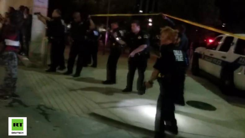 USA: Scharfschützen eröffnen das Feuer auf Polizisten bei BlackLivesMatter-Protest: Fünf Tote