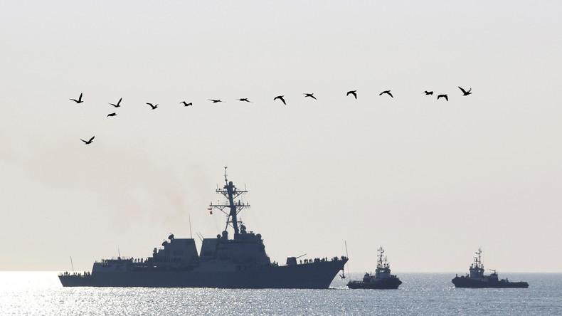 Der US-Zerstörer USS Truxtun bei der Einfahrt in den Schwarzmeerhafen Varna.