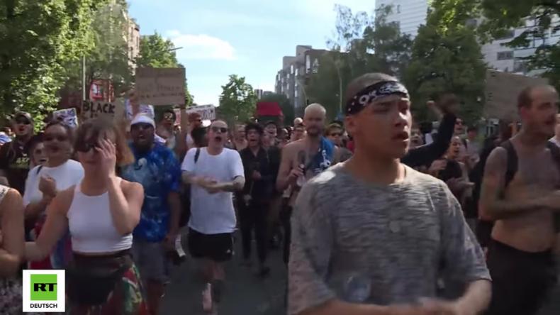 BlackLivesMatter-Protest auch in Berlin: Hunderte marschieren gegen Rassismus in den USA