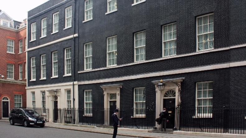 Live aus London: Cameron verlässt Downing Street um Rücktritt bei Queen einzureichen