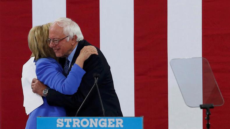 """Anhänger erbost: """"Beste Kandidatin für das Amt"""" - Bernie Sanders unterstützt künftig Hillary Clinton"""