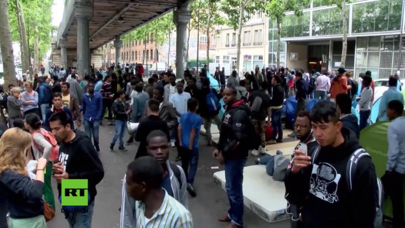 Paris: Protest von Flüchtlingen und Migranten für bessere Lebensbedingungen von Polizei aufgelöst