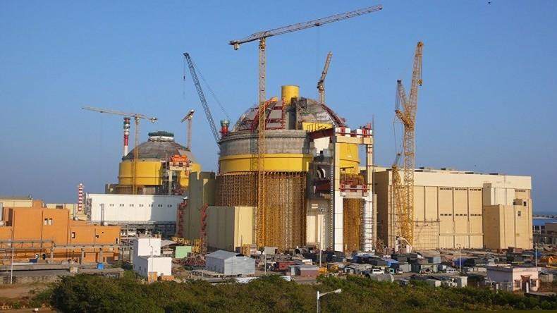Das indische AKW Kudankulam ist eines von mehreren umfangreichen Projekten, die innerhalb der kommenden Jahre durch das staatliche russische Atomenergieunternehmen Rosatom umgesetzt werden sollen.