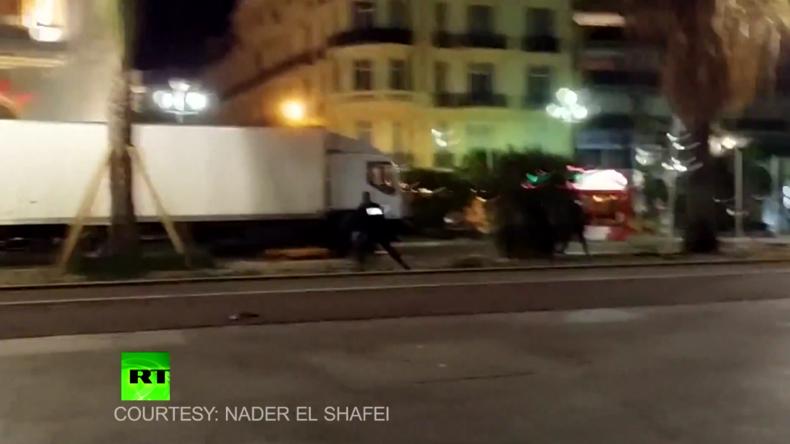 Moment als Polizei Attentäter in Nizza erschießt