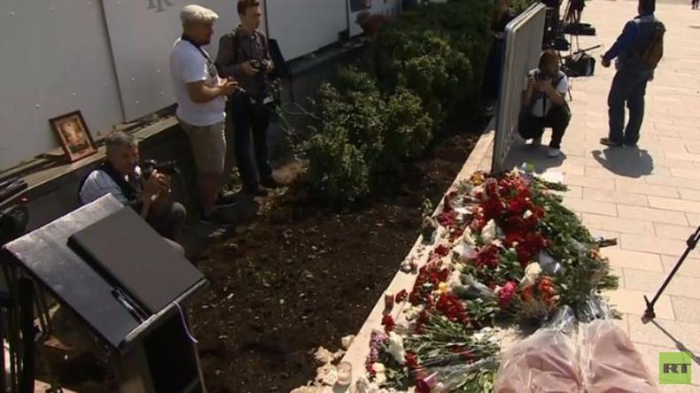 Live: Trauernde vor französischer Botschaft in Moskau nach Anschlag in Nizza