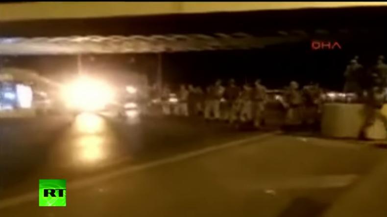 Türkei: Video zeigt Sperrung der Bosporus-Brücke durch Militär
