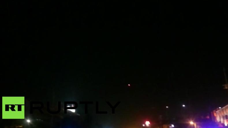 Militärhubschrauber kreisen über Ankara – Erste militärische Kampfhandlungen brechen aus