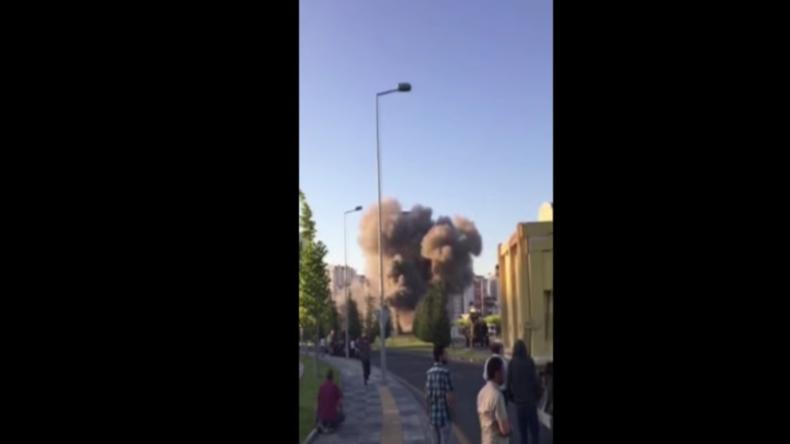 Angriff auf Parlamentsgebäude: Schwere Explosionen in Ankara nach Putschversuch