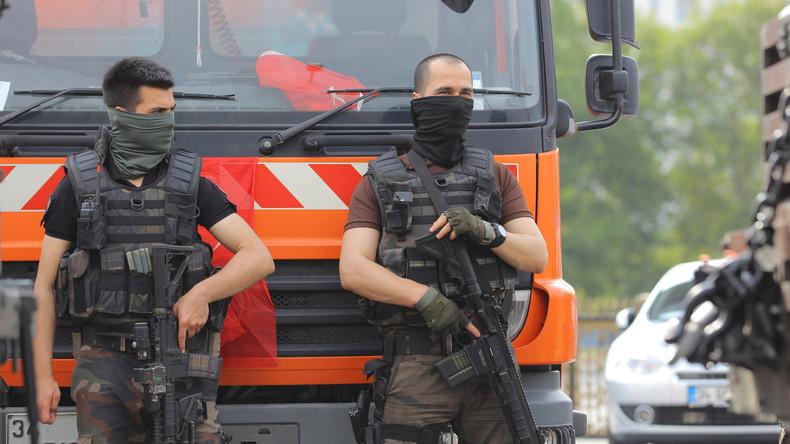 Türkei weiter im Alarmzustand: Angeblich noch kampfbereite Putschisten-Hubschrauber in der Luft