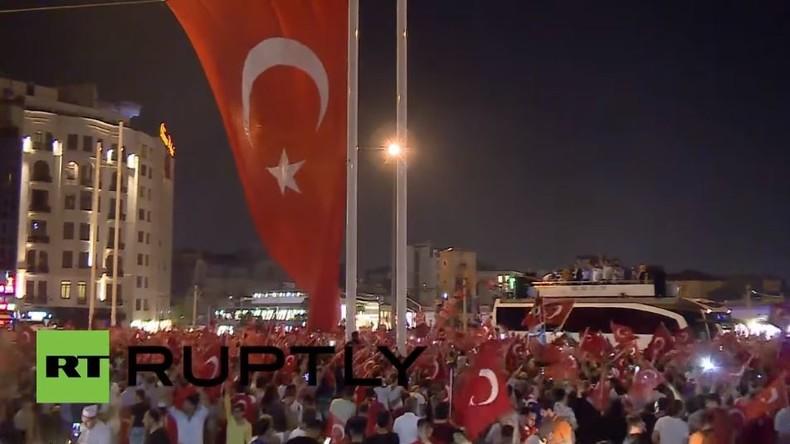 Istanbul: Pro-Erdogan Demonstranten versammeln sich zwei Tage lang auf Taksim-Platz