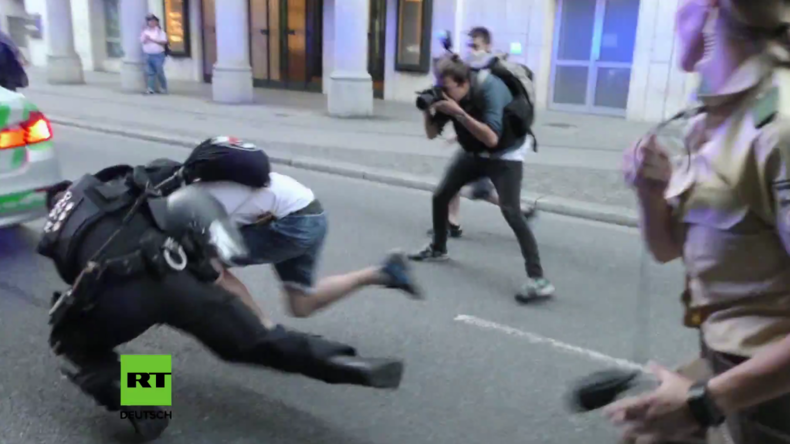 """""""Pegimon Go"""": Hype um Handy-App erreicht Gegenprotest bei Pegida-Kundgebung in München"""