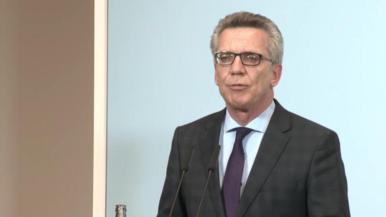 Live: Innenminister de Maziere gibt Pressekonferenz zum Axt-Angriff in Würzburg