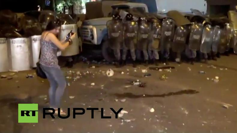Live vom Geiseldrama in Armenien - Geiseln noch immer in Polizeistation in Jerewan