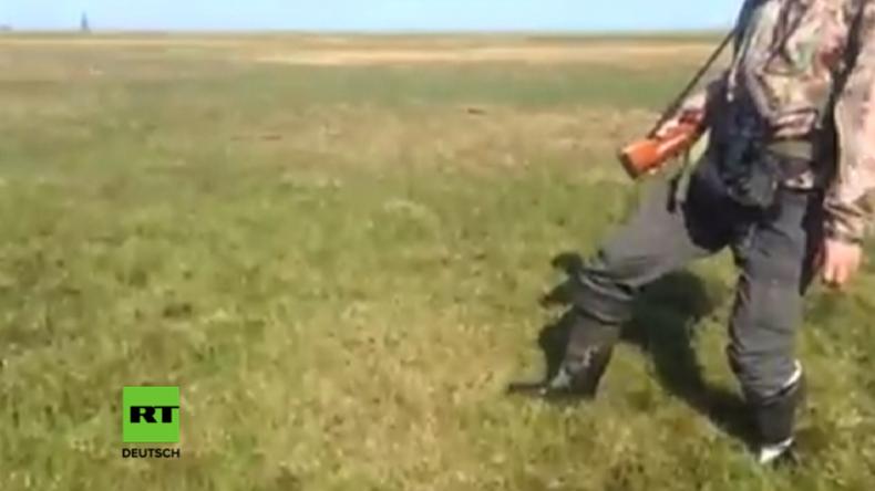 Wie auf einem Wasserbett – Unter diesem Rasen in Sibirien blubbern Methangase
