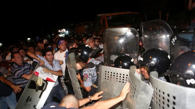 Geiseldrama in Armenien mündet in schweren Zusammenstößen mit Sicherheitskräften
