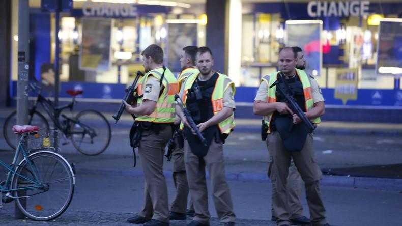Video: Dutzende Münchner fliehen vor Schüssen am Olympia Einkaufszentrum