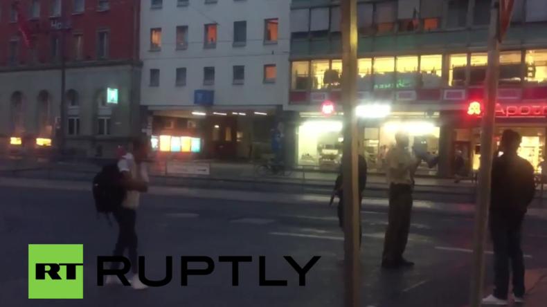 Amoklauf in Münchner Olympia-Einkaufszentrum: Täter noch immer auf der Flucht