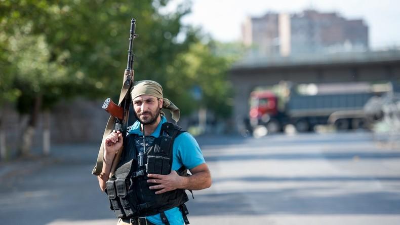 Armenien: Polizeistation in Jerewan bleibt von Extremisten besetzt